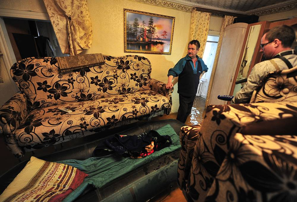 В шести случаях вода затопила дома. Для безопасности жителей были подготовлены три пункта временного размещения