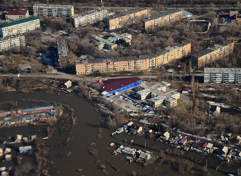Разлив реки произошел из-за быстрого таяния снега и стока талых вод в русло другой реки Спасовки, в которую впадает Кулешовка