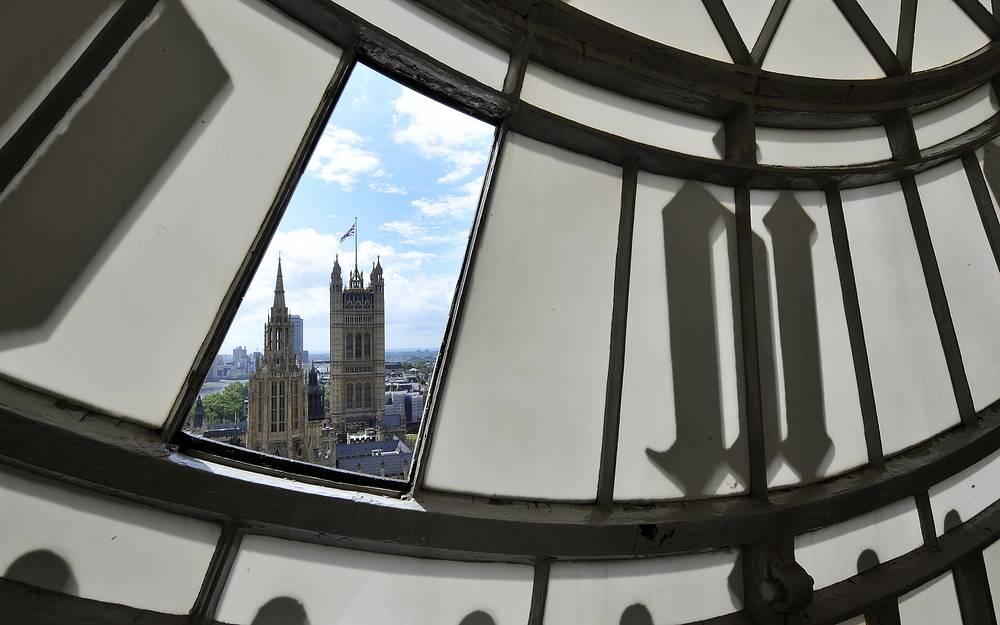 """В 1980 году ВВС сообщила, что лондонские механические часы """"Биг-Бен"""" заменят на электронные. Это сообщение всколыхнуло британскую общественность. Возмущенные граждане звонили, чтобы выразить свой протест. А некоторые интересовались, можно ли будет купить части старого """"Биг-Бена""""."""
