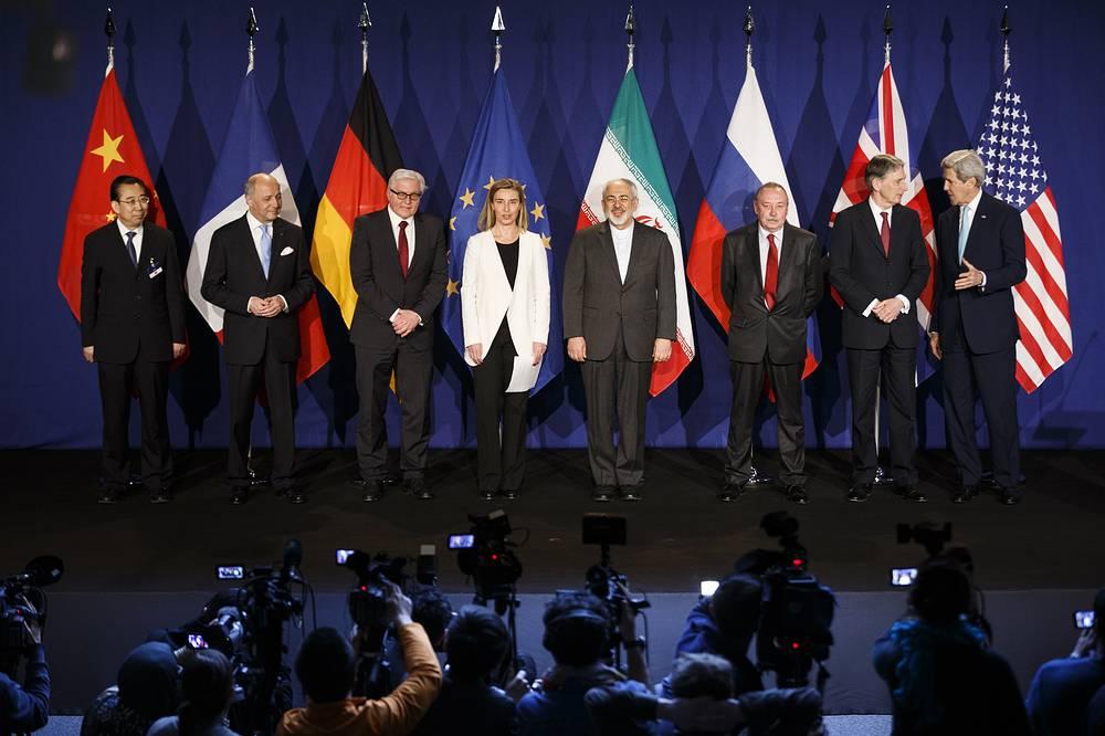 Окончательные соглашения с Ираном должны быть утверждены резолюцией СБ ООН. Это станет стартом для начала снятия санкций с этой страны. На фото: участники переговоров в Лозанне после финальной пресс-конференции