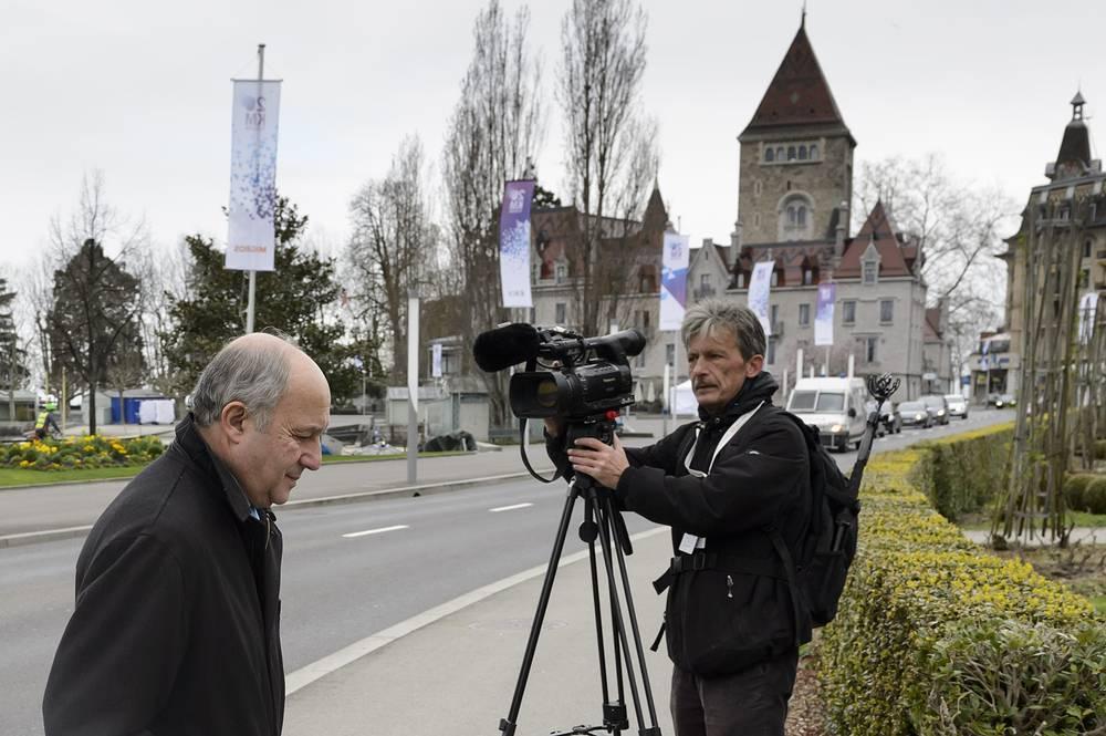Переговорный процесс с Ираном был начат в 2004 году Францией, Великобританией и Германией. Через два года к ним присоединились США, РФ и Китай. На фото: глава МИД Франции Лоран Фабиус в Лозанне