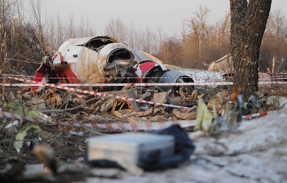"""10 апреля 2010 года авиалайнер Ту-154М с президентом Польши Лехом Качиньским на борту потерпел крушение при заходе на посадку на аэродроме """"Смоленск-Северный"""". Погибли 96 человек"""