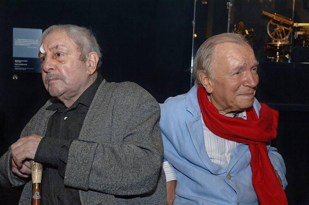 Скульптор Эрнст Неизвестный и поэт Андрей Вознесенский (слева направо) на церемонии вручения премии в ГМИИ имени А.С.Пушкина, 2008 год