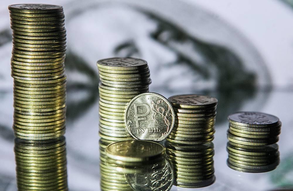 В течение недели рост курса рубля к доллару достиг 8,2%, а к евро - 10%. Курс доллара в ходе  биржевых торгов снижался  до отметки 52 рубля - минимума с 26 декабря 2014 года, евро торговался ниже 56 рублей