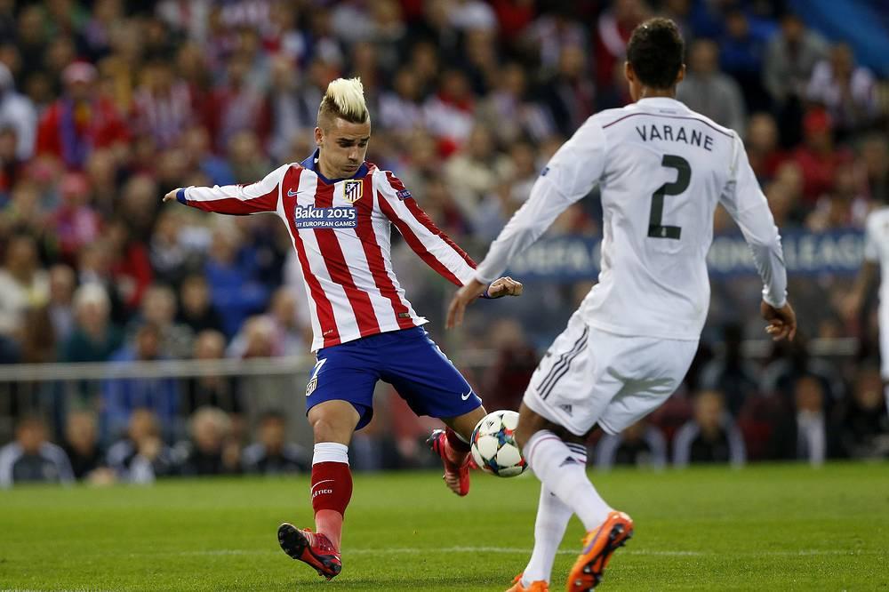 """Одним из самых ярких игроков на поле был французский форвард """"Атлетико"""" Антуан Гризманн (слева)"""