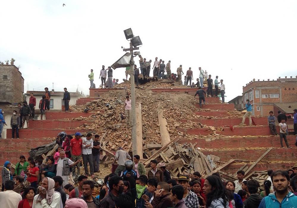 Разрушенные памятники на площади Дурбар в Катманду