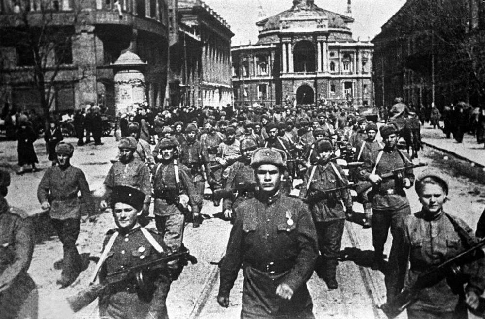 Одесса. Советские войска вступают в освобожденный город, 1944 год
