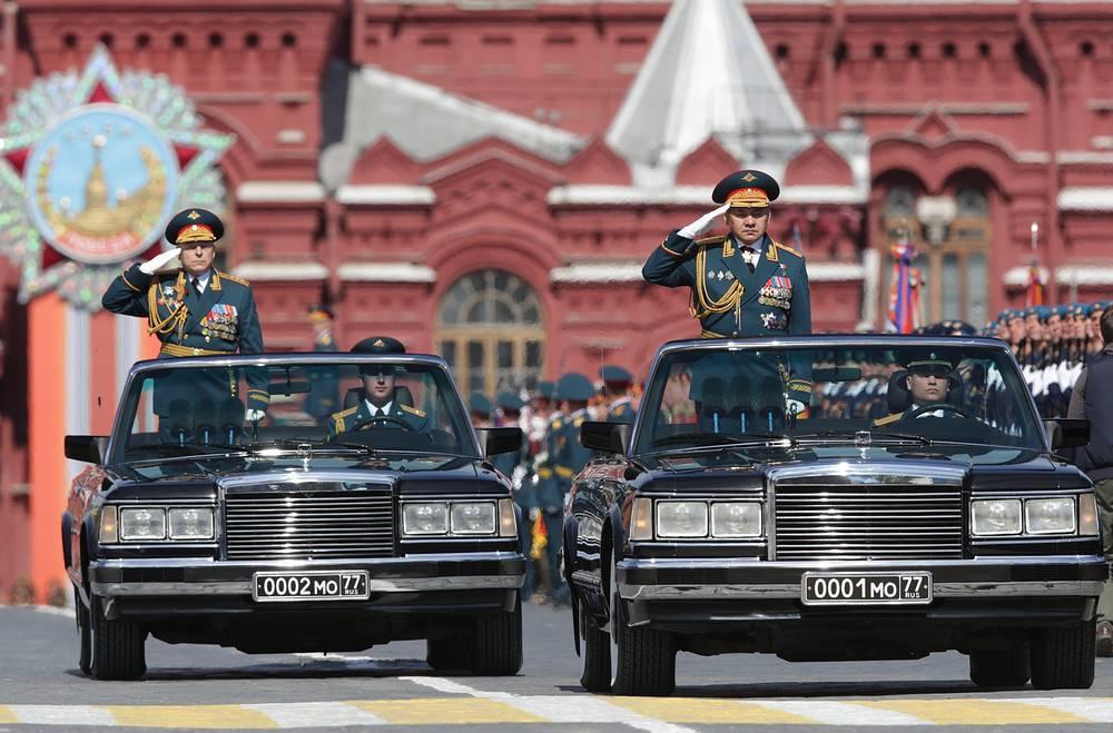 Командующий сухопутными войсками России Олег Салюков и министр обороны РФ Сергей Шойгу