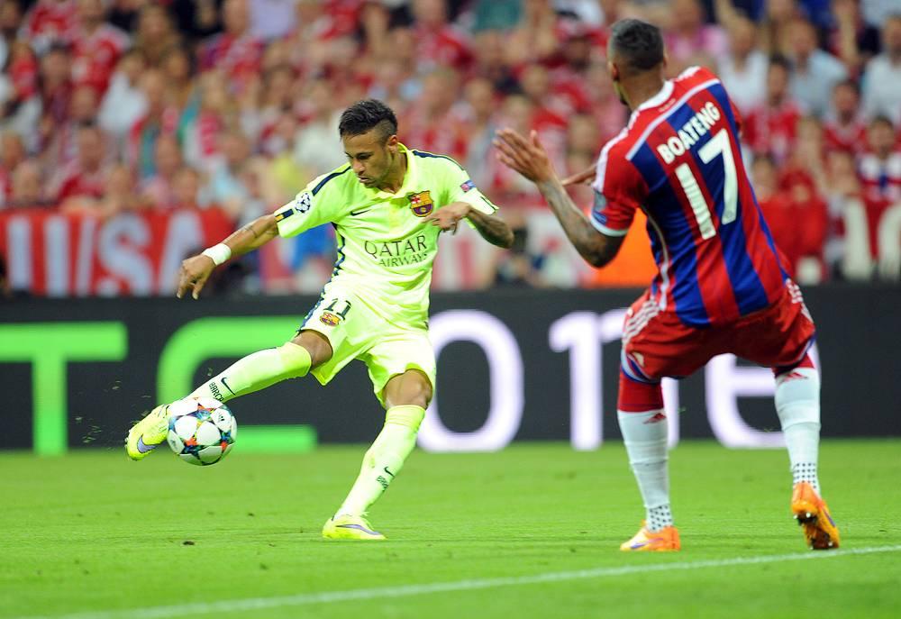 """На 29-й минуте игры """"Барселона"""" провела еще одну голевую атаку. Все тот же Неймар после передачи Луиса Суареса оформил дубль"""