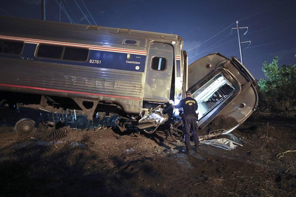 """""""Мы пока не знаем, что стало причиной аварии, - заявил мэр Филадельфии Майкл Наттер. - Мы не знаем, почему это произошло. Пока нет никакой информации на этот счет"""""""