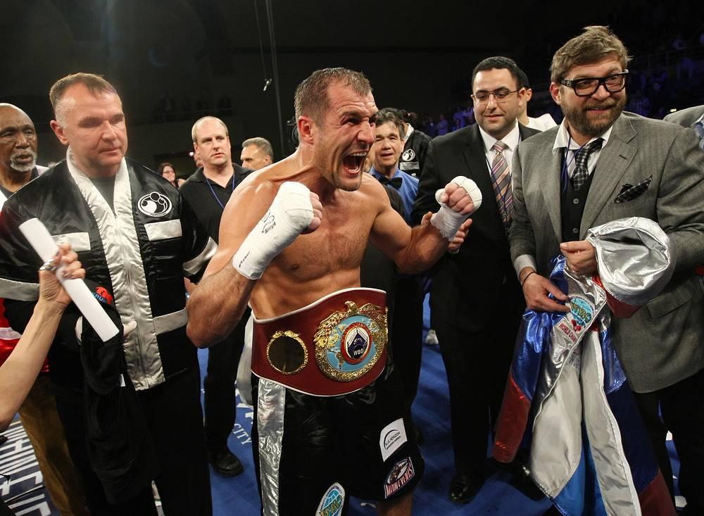Российский боксер Сергей Ковалев (действующий чемпион по версиям WBA, IBF и WBO) 30 марта 2014 года защитил титул чемпиона мира по версии Всемирной боксерской организации (WBO) в весовой категории до 79,38 кг. В 12-раундовом поединке в Атлантик-Сити (США) он выиграл у американца Седрика Агнью