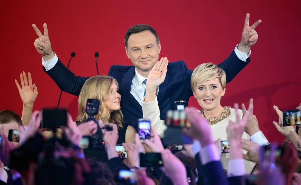 """25 мая новым президентом Польши был избран кандидат от крупнейшей в стране оппозиционной партии """"Закон и справедливость"""" Анджей Дуда"""