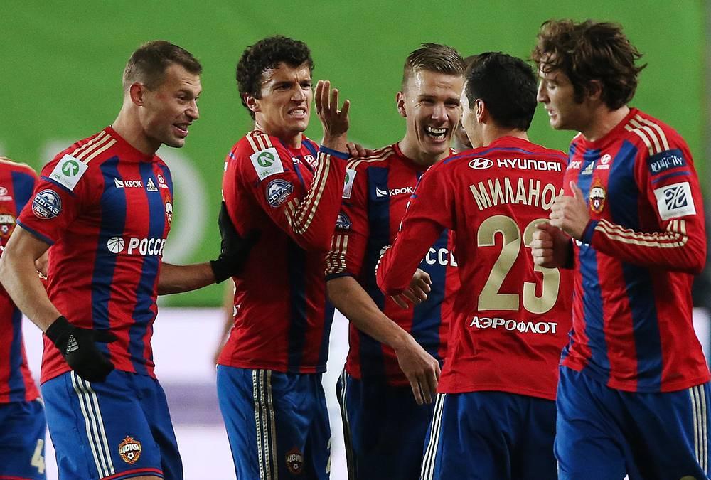 Самой результативной командой чемпионата стал ЦСКА - 67 голов. Лучшим бомбардиром команды в минувшем сезоне был финский полузащитник Роман Еременко (второй слева, 13 мячей)
