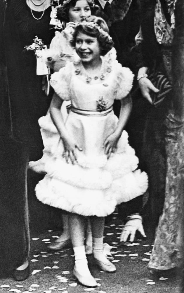Британская принцесса в возрасте 9 лет после церемонии свадьбы герцога Глостера и леди Элис Скотт, 1935 год