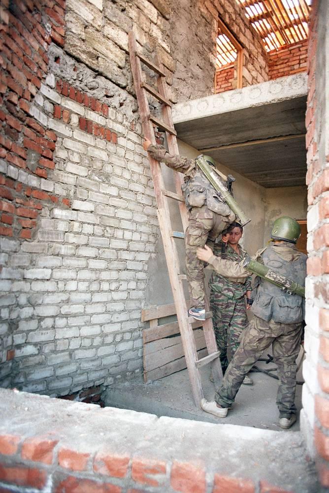 17 июня спецподразделения предприняли попытку штурма здания