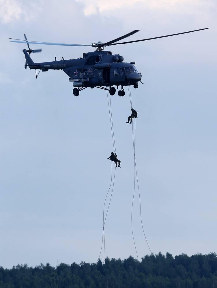 На аэродроме в Кубинке были представлены показы самолетов и вертолетов