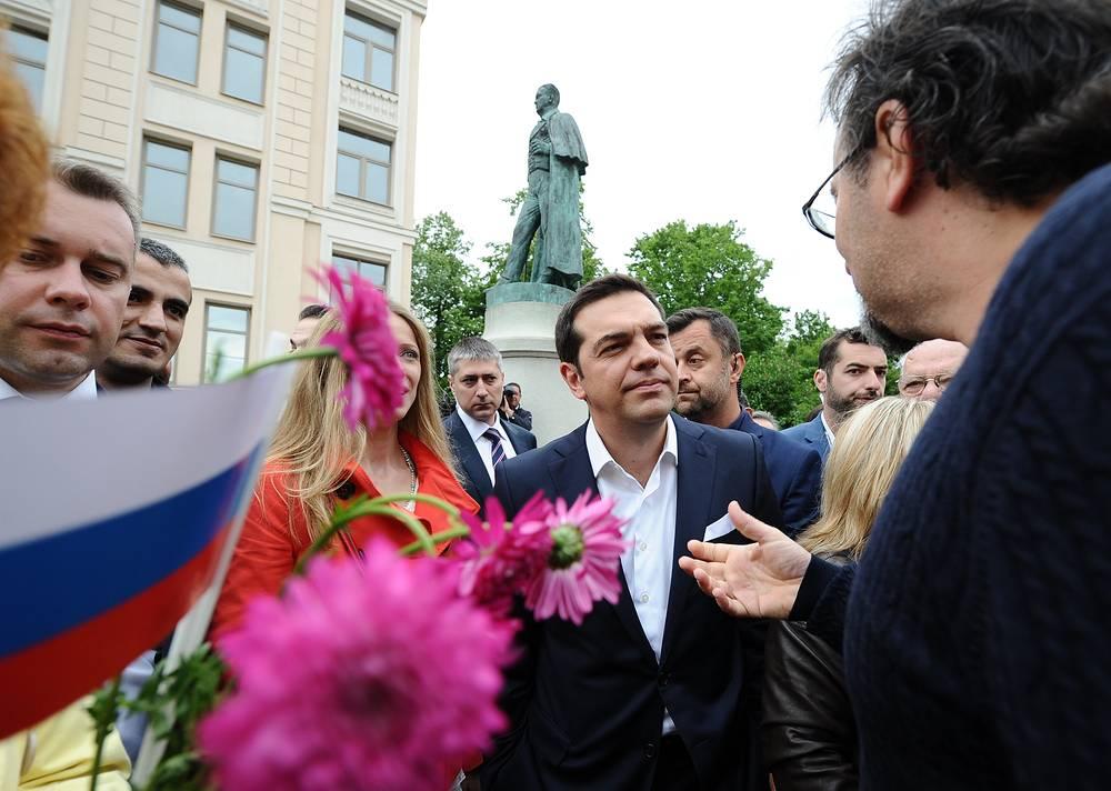 Премьер-министр Греции Алексис Ципрас на церемонии возложения цветов к памятнику Иоанну Каподистрии