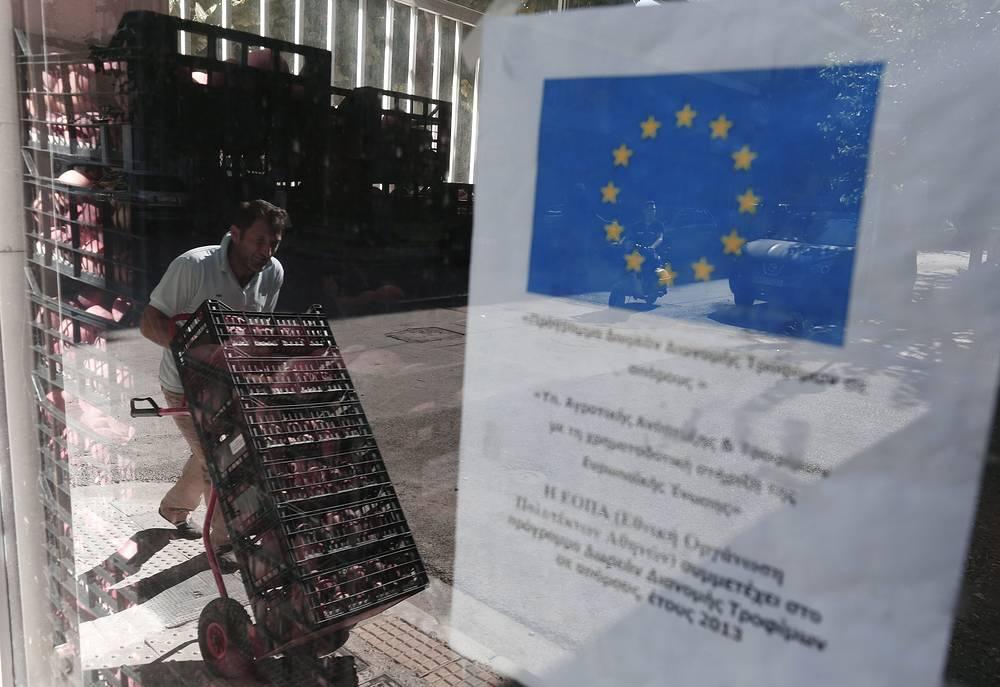 В ответ на решение Евросоюза от 22 июня о продлении санкций в отношении РФ до 31 января 2016 года Россия продлила продовольственное эмбарго до 5 августа 2016 года