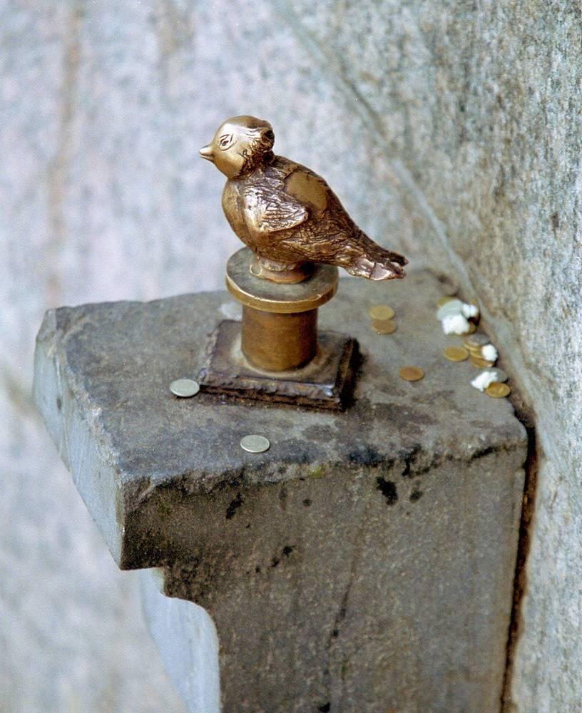 Самый маленький памятник Санкт-Петербурга Чижик-Пыжик