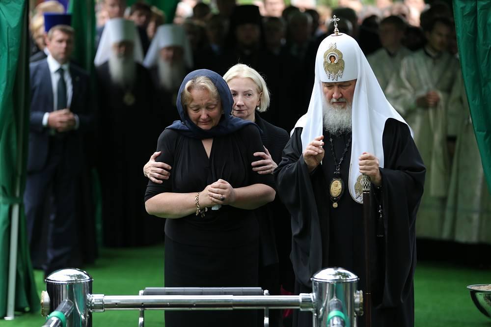 Вдова политика Евгения Примакова Ирина, дочь Евгения Примакова Нана и патриарх Московский и всея Руси Кирилл