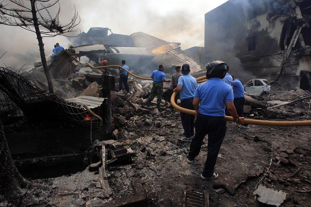 """ВВС Индонезии после трагедии временно прекратили эксплуатацию военно-транспортных самолетов """"Геркулес"""" C-130B"""
