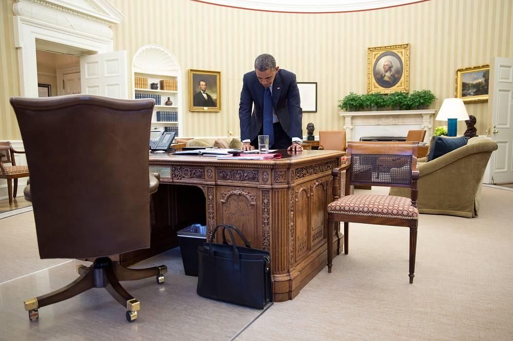 Президент Обама в Овальном кабинете, 2013 год