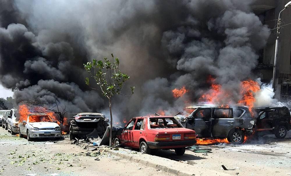 """На генерального прокурора Египта Хишама Бараката в понедельник, 29 июня, было совершено покушение: в результате полученных ранений он скончался. Ответственность за нападение взяла на себя группировка """"Народное сопротивление"""", которая, как заявляют в силовых структурах, лояльна запрещенной и признанной террористической в стране исламистской ассоциации """"Братья-мусульмане"""""""