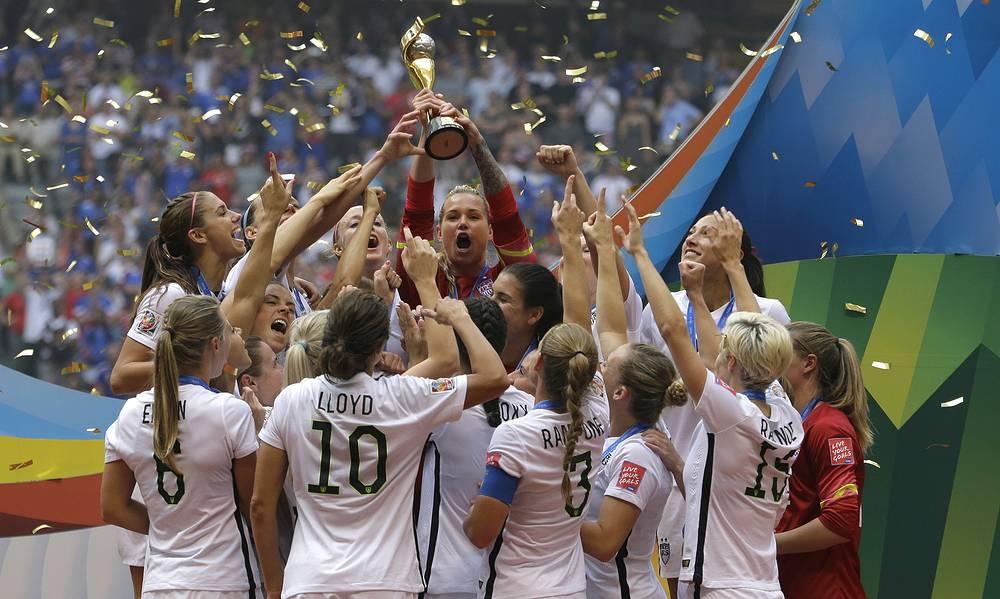 Футболистки сборной США с Кубком победителей чемпионата мира