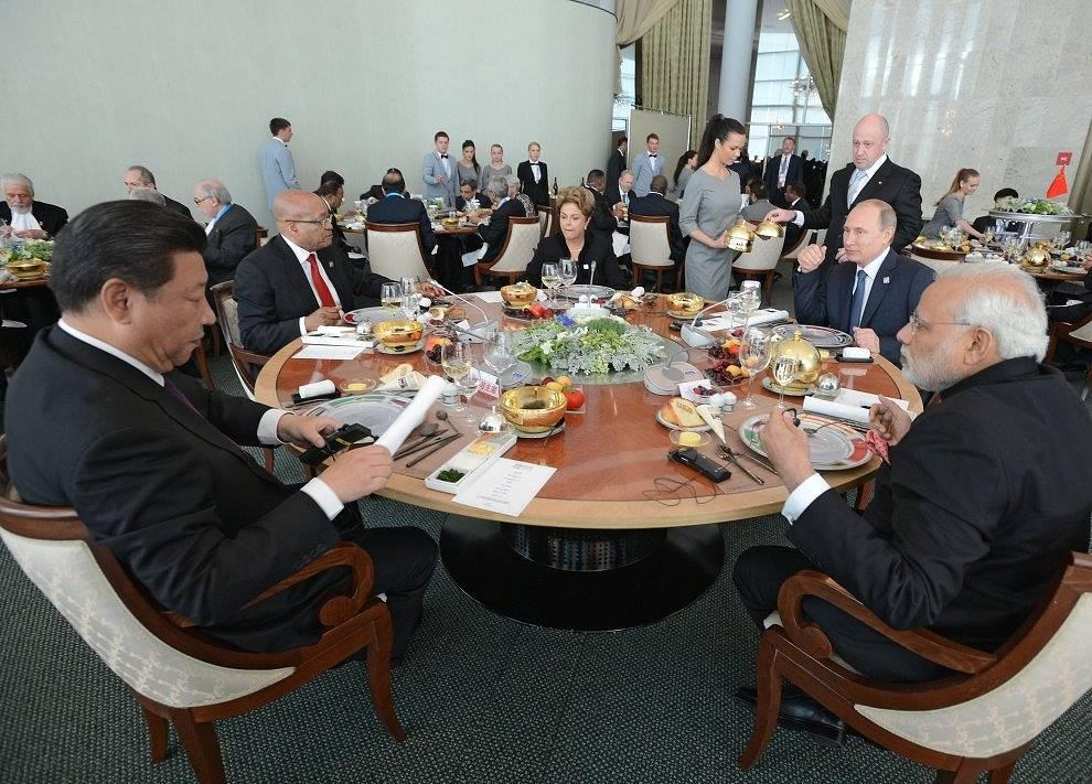 Встреча лидеров БРИКС в узком составе в формате рабочего завтрака