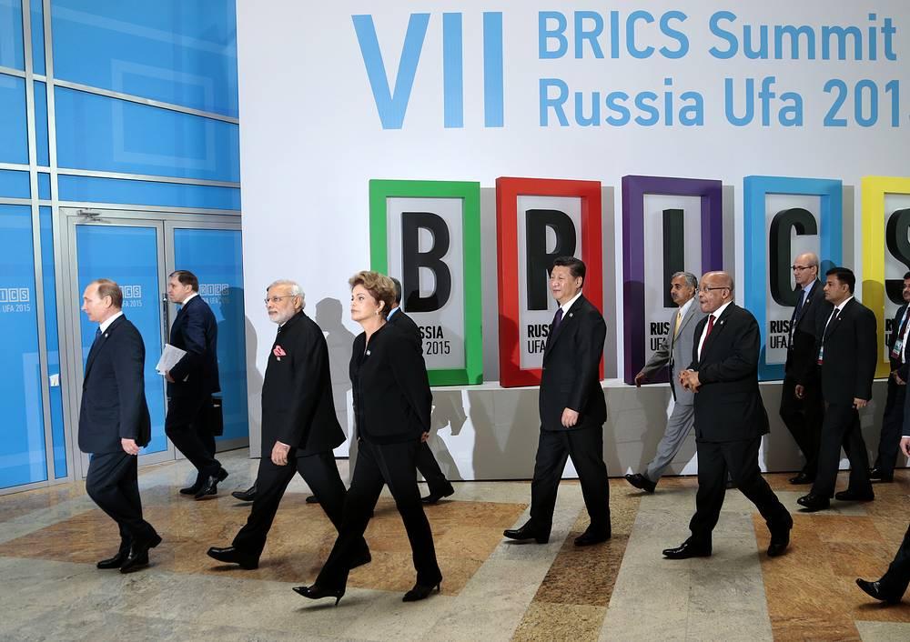 Президент России Владимир Путин, премьер-министр Индии Нарендра Моди, президент Бразилии Дилма Руссефф, председатель КНР Си Цзиньпин и президент ЮАР Джейкоб Зума