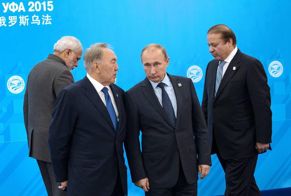 По итогам двух саммитов были приняты декларации, которые затрагивают основные мировые проблемы. На фото (слева направо): премьер-министр Индии Нарендра Моди, президент Казахстана Нурсултан Назарбаев, президент России Владимир Путин и премьер-министр Пакистана Наваз Шариф
