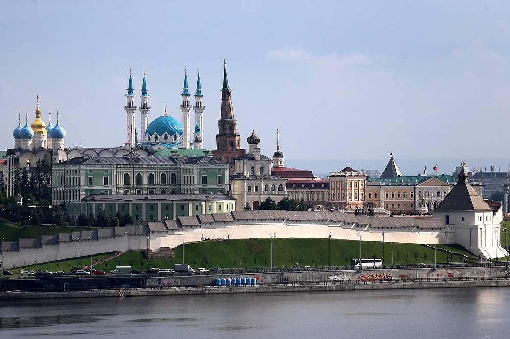 Казанский Кремль со стороны Волги