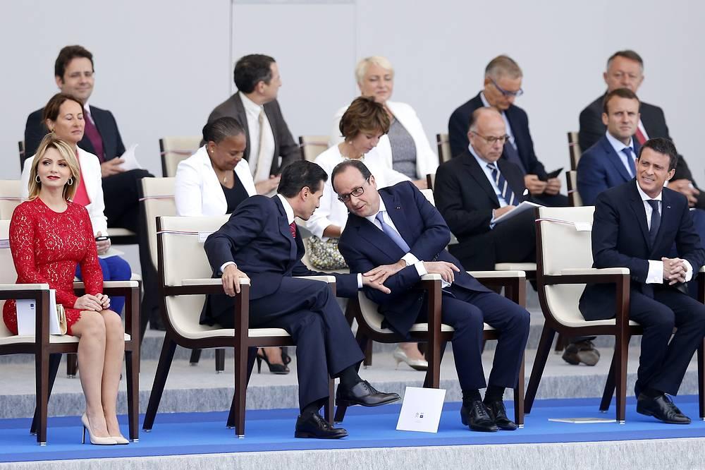 Президент Мексики Энрике Пенья Ньето с женой, президент Франции Франсуа Олланд и премьер-министр Франции Мануэль Вальс
