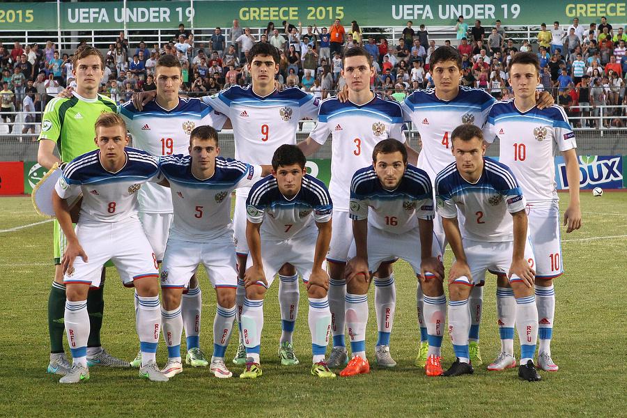 Футболисты юношеской сборной России перед началом финального матча чемпионата Европы-2015
