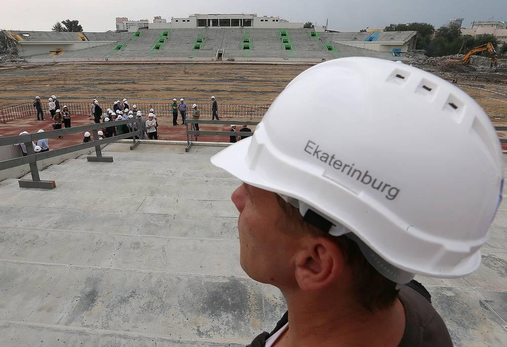 """Строительство стадиона """"Центральный"""" было завершено в 1957 году. В 2014 году арена, на которой выступает клуб премьер-лиги """"Урал"""", была закрыта на реконструкцию. Она будет завершена в декабре 2017 года"""