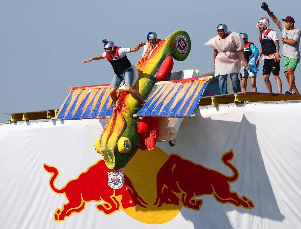 Чемпионат самодельных летательных аппаратов Red Bull Flugtag