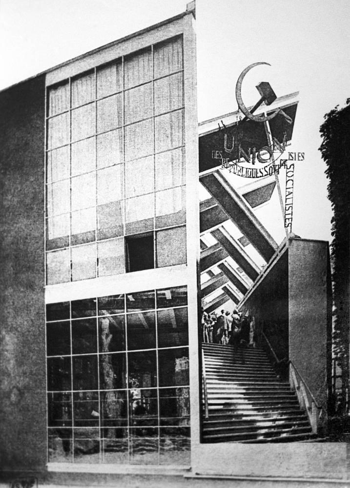 Согласно отзывам французского архитектора Ле Корбюзье, советский павильон, спроектированный Мельниковым, был единственным, на который стоило смотреть на выставке в Париже в 1925 году