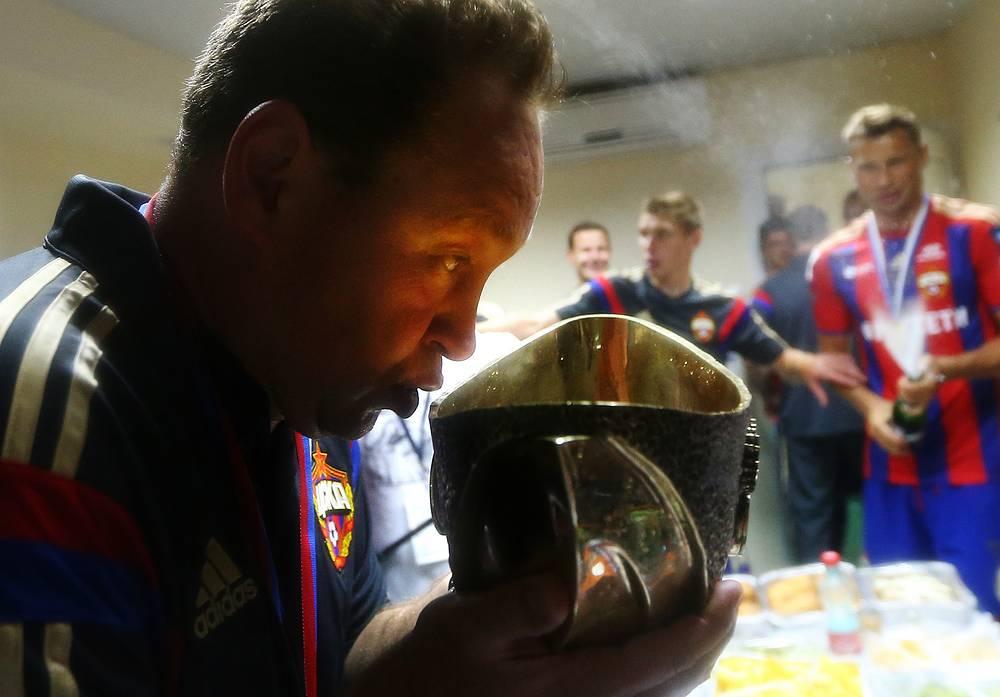 Победный глоток шампанского после победы в Суперкубке России-2014