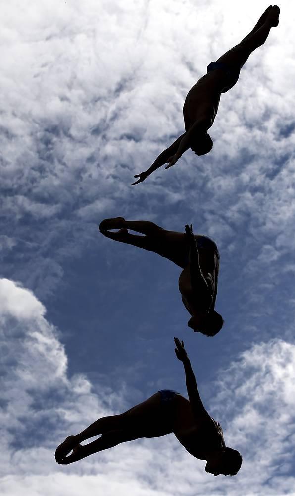Раскадровка прыжка Джонатана Паредеса Берналя (Мексика) в финале соревнований по прыжкам в воду с вышки 27 м