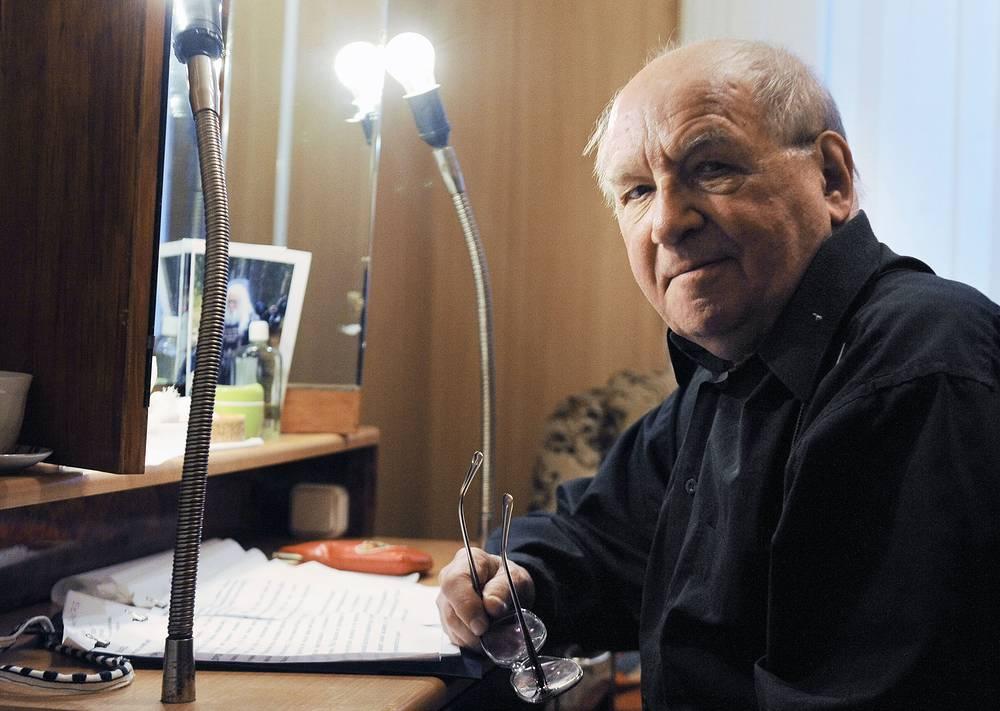 """Дуров перед началом концерта """"Свет блуждающей звезды"""" памяти Соломона Михоэлса в театре на Малой Бронной, 2010 год"""