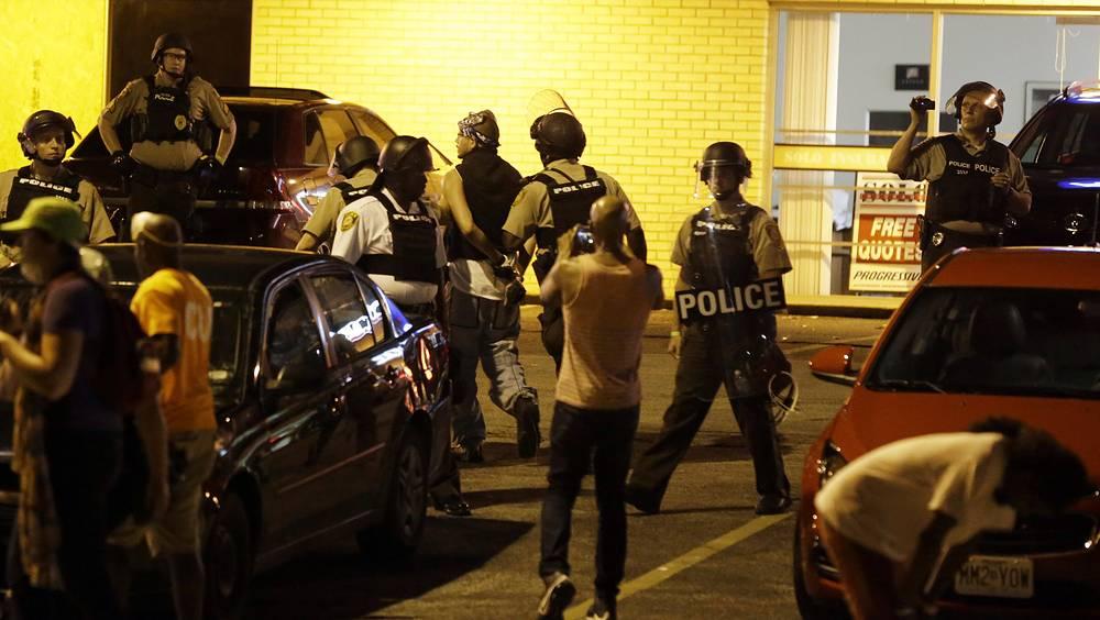 Со своей стороны, представители американских общественных организаций, поддерживающих полицию, отметили, что опасаются роста числа потерь среди блюстителей порядка вследствие меняющегося отношения к ним со стороны широкой общественности