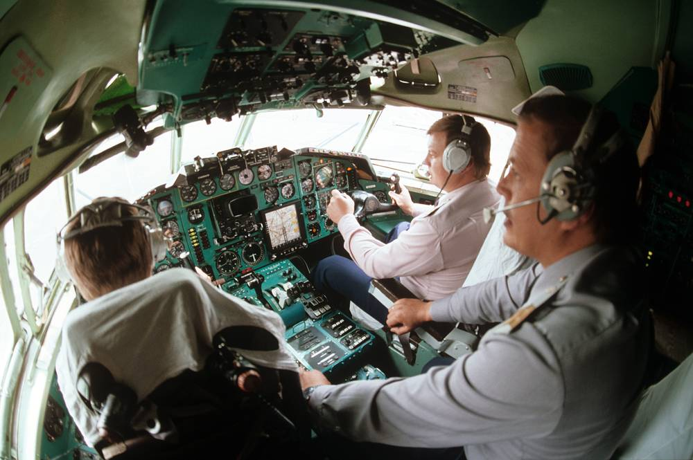В кабине авиалайнера Ту-154, 1984 год
