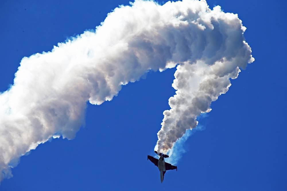 МАКС-2015: российский легкий штурмовик Як-130 во время репетиционных полетов