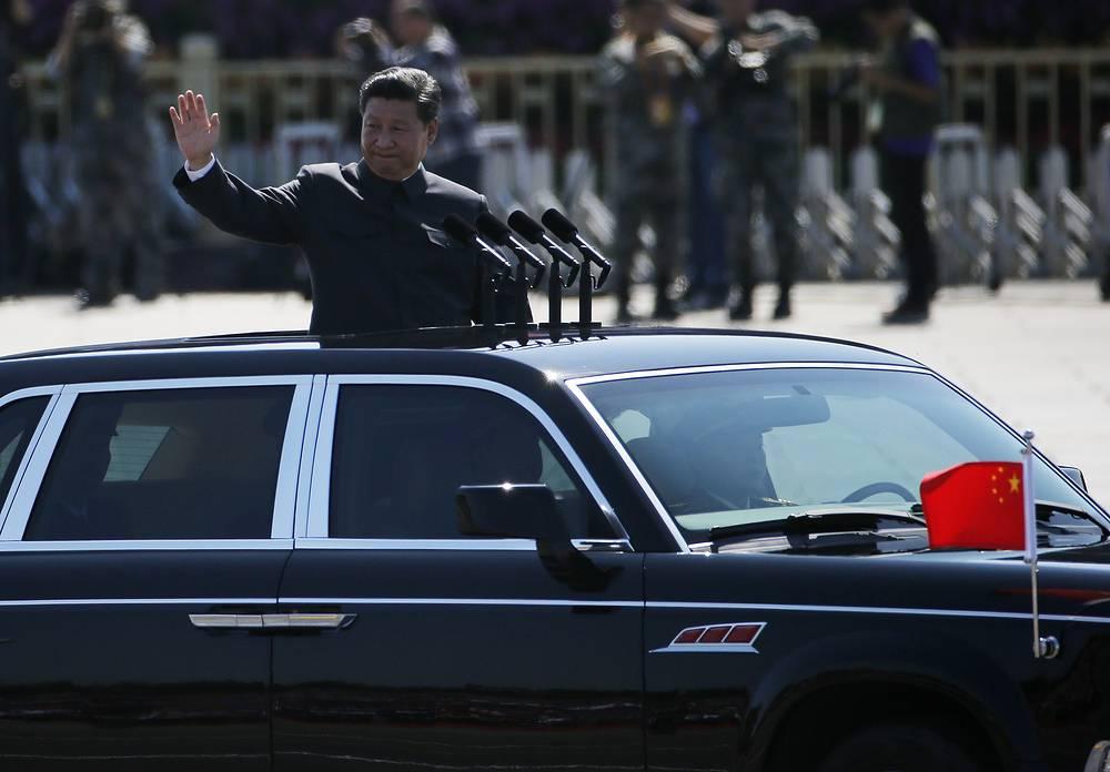 Во время своего выступления на параде председатель КНР и главнокомандующий вооруженными силами страны Си Цзиньпин заявил, что Китай сократит численность своих вооруженных сил на 300 тыс. человек до 2 млн. На фото: председатель КНР Си Цзиньпин