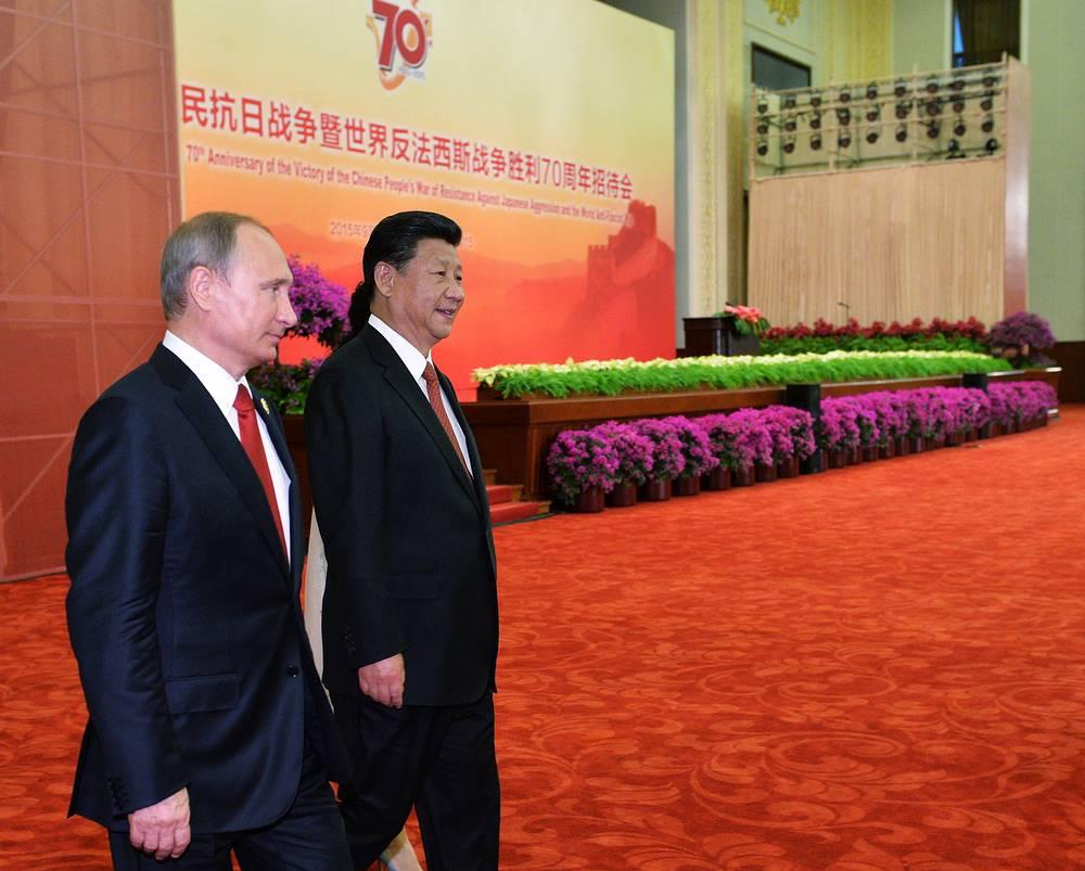 Президент РФ Владимир Путин и председатель КНР Си Цзиньпин на торжественном приеме, посвященном 70-летию победы китайского народа в войне сопротивления Японии и окончания Второй мировой войны