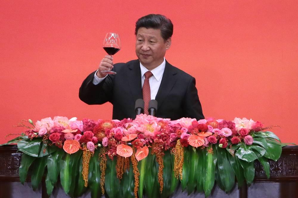 Председатель КНР Си Цзиньпин выступает в Доме народных собраний на торжественном приеме, посвященном 70-летию победы китайского народа в Войне сопротивления Японии и окончания Второй мировой войны, Пекин, 3 сентября