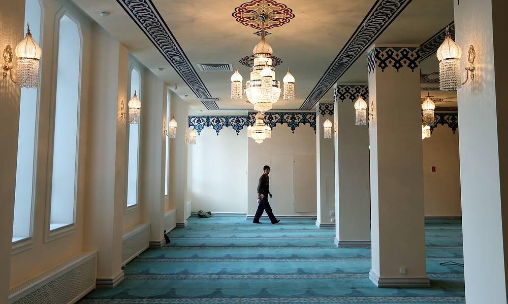 С 1996 года на участке Московской соборной мечети в отдельном здании располагается Совет муфтиев России и резиденция муфтия Равиля Гайнутдина