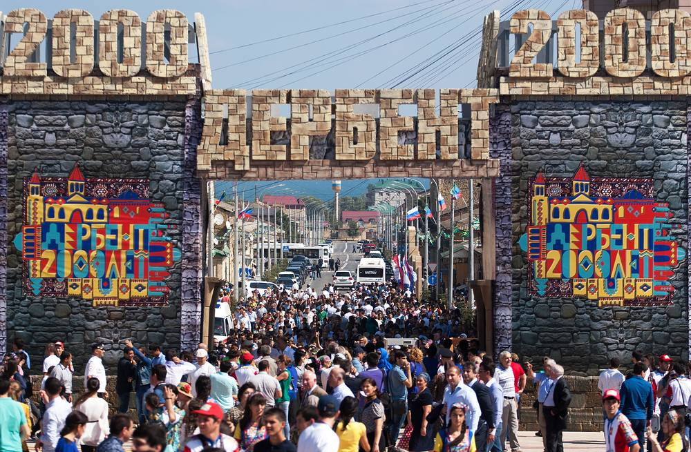 Праздничные мероприятия в честь 2000-летия Дербента на площади Свободы
