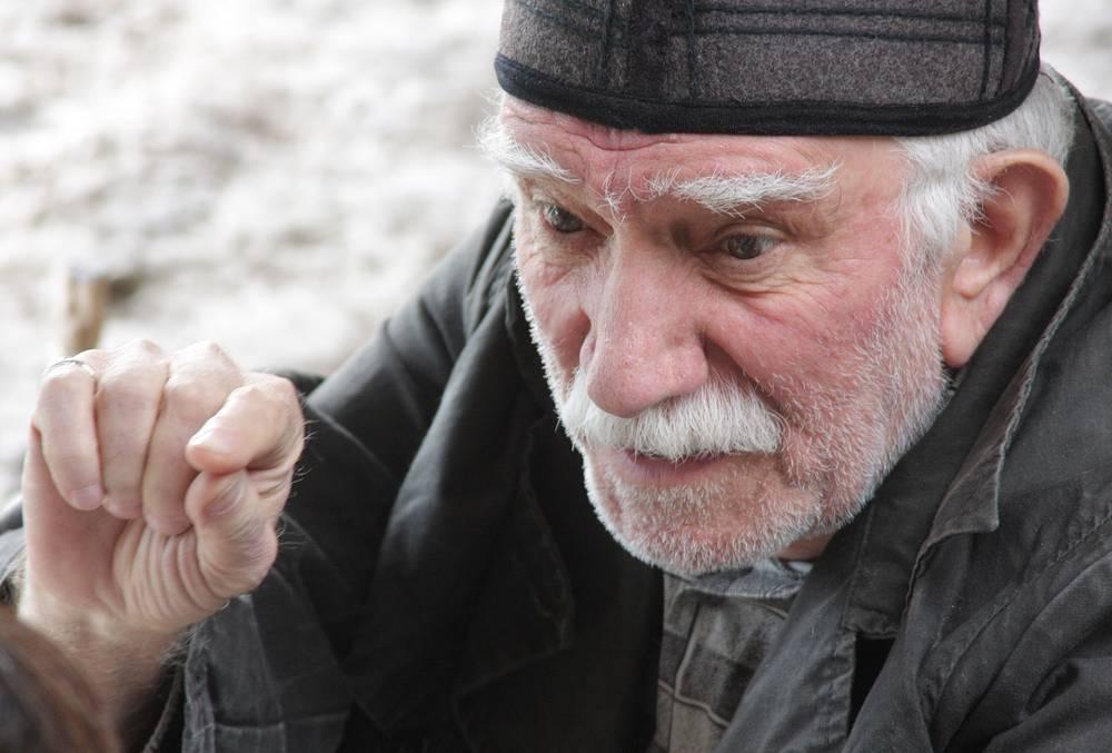 "Армен Джигарханян в роли Могильщика на съемках фильма ""Гамлет"", 2009 год"
