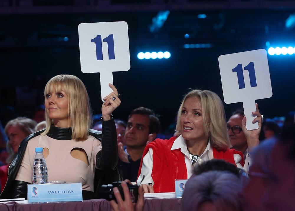 Члены жюри конкурса, певицы Валерия и Лайма Вайкуле